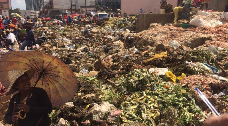 Déchets au marché du Mfoundi