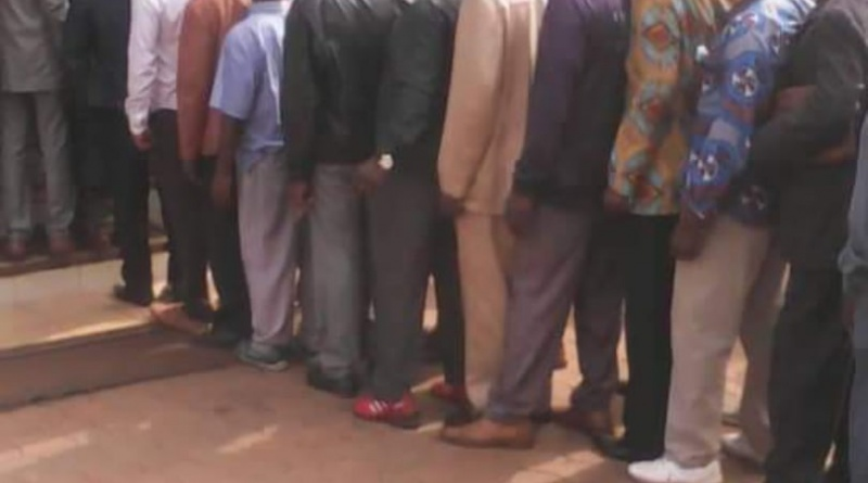 queues of workers at salary in covid-19 times